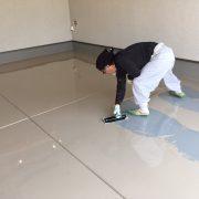 ケミクリートE(エポキシ樹脂塗床)を使用した塗床の上塗り