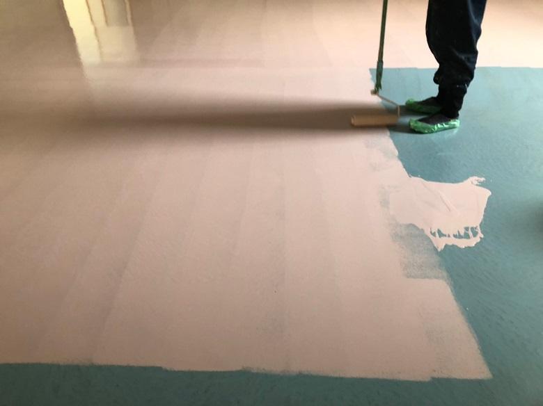 ケミクリートEPカラーの下塗り