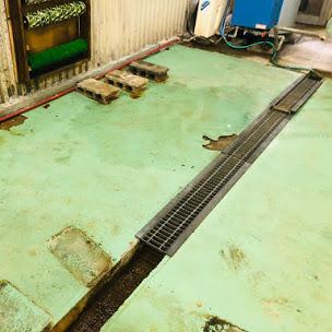 食品工場の劣化した床