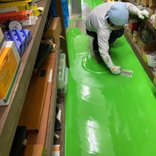 金ゴテを使った床塗装