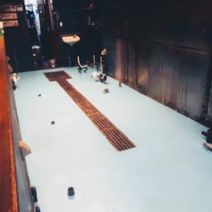 中華料理店の劣化した床の床塗装後