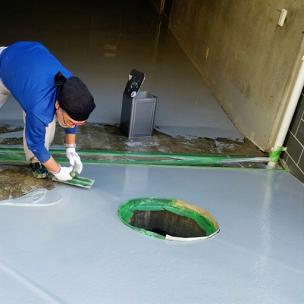 塗床材の塗布