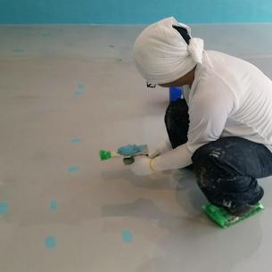 床塗装前の下地処理(パテ補修)