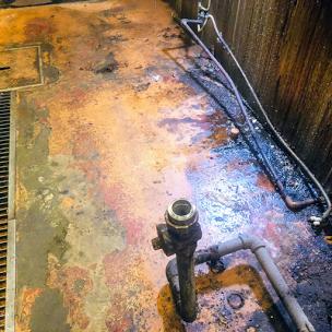 パスタ屋厨房の床