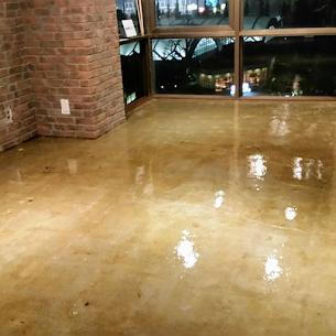 オフィスの床のクリア塗装