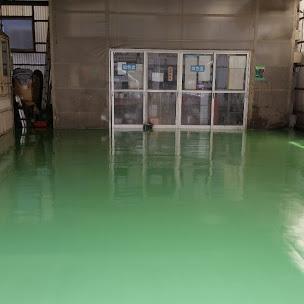 コンクリート床へケミクリートEPカラーで床塗装