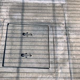 劣化した駐車場のコンクリート