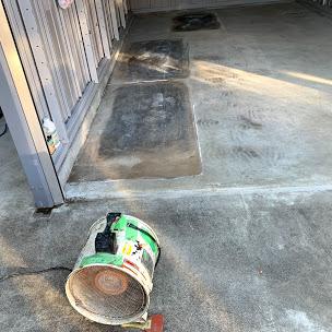 劣化したガレージの床