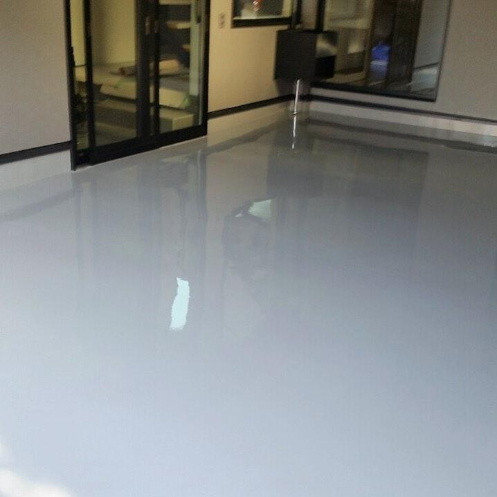ガレージ内の床塗装工事